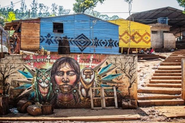 FOTO-2-Carlinhos-Souza-frente-da-aldeia-indígena-no-Jaraguá